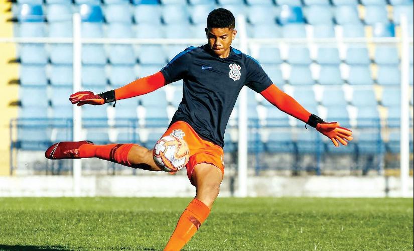 Corinthiano e promissor, goleiro de Santa Cruz é convocado para a seleção Sub-17