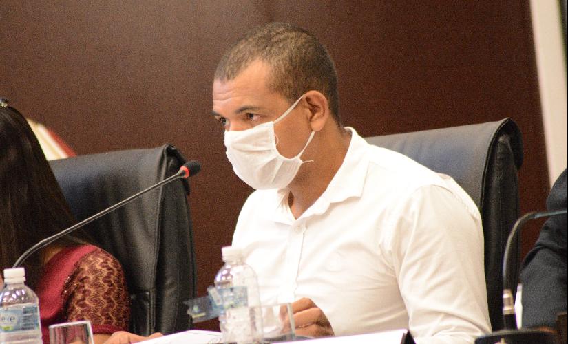 Juninho sugere 'kit covid' em Santa Cruz, com ivermectina e cloroquina, mas recua