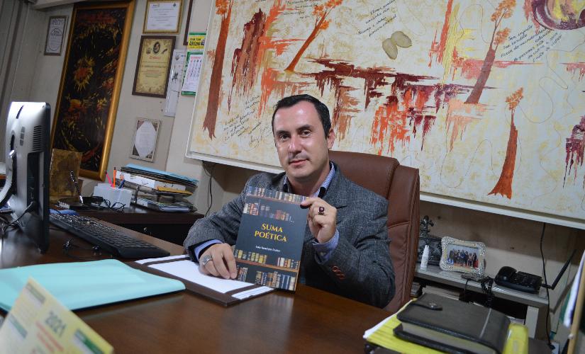 Poeta lança 12º livro e defende um gabinete acadêmico em Santa Cruz