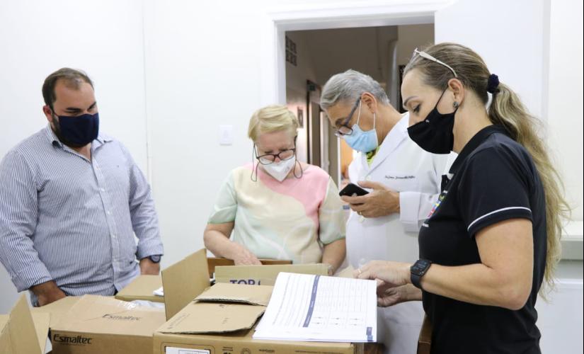 Empresários doam capacetes Elmo à Santa Casa; equipamento pode evitar intubação
