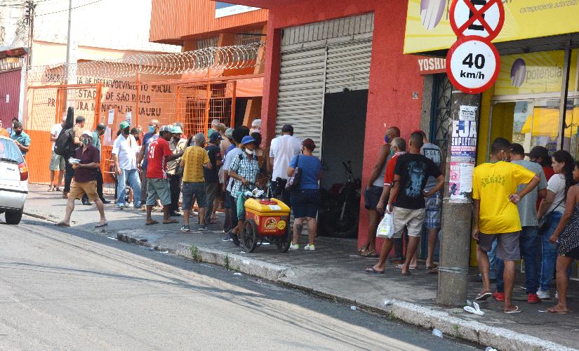 Crise retira carne do prato dos mais pobres, e restaurantes populares veem superlotação