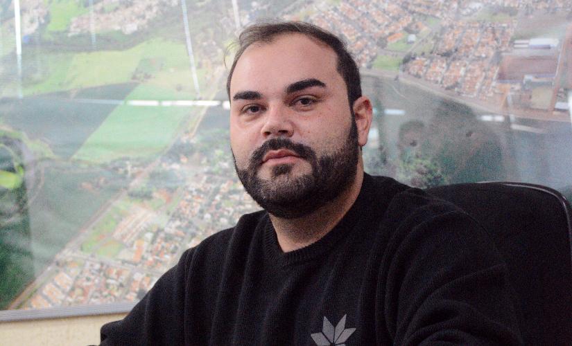 Diego quer 'Arnaldo' bilíngue, especialização em robótica e parceria com artistas de Santa Cruz
