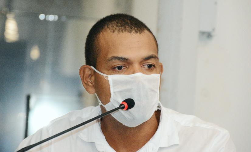 Juninho Souza é expulso do prédio da Câmara e protesta