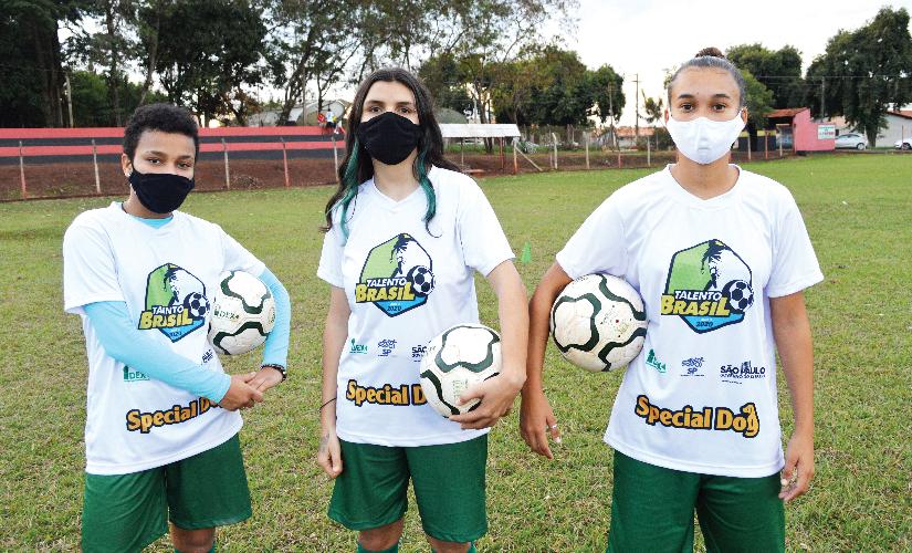 CAS tem escola de futebol para mulheres