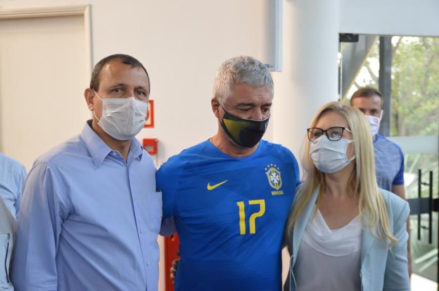 Olímpio, ao centro, ao lado de Luciano Severo e Adriana Piga (Foto: André Fleury)