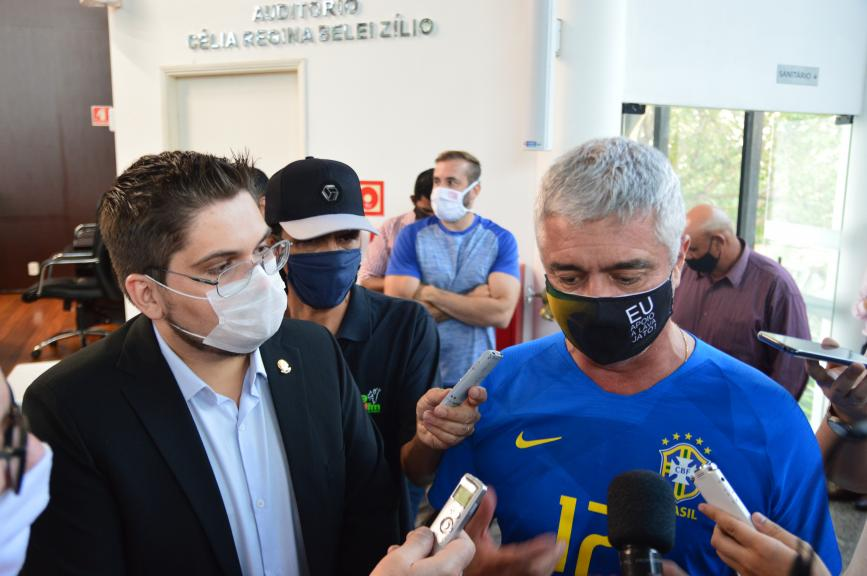 O senador Major Olímpio ao lado do presidente do PSL Lucas Pereira (Foto: André Fleury)