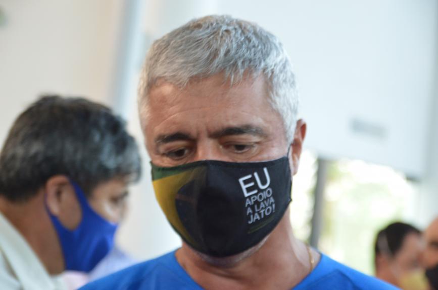 Olímpio usa máscara de apoio à Lava-Jato (Foto: André Fleury)