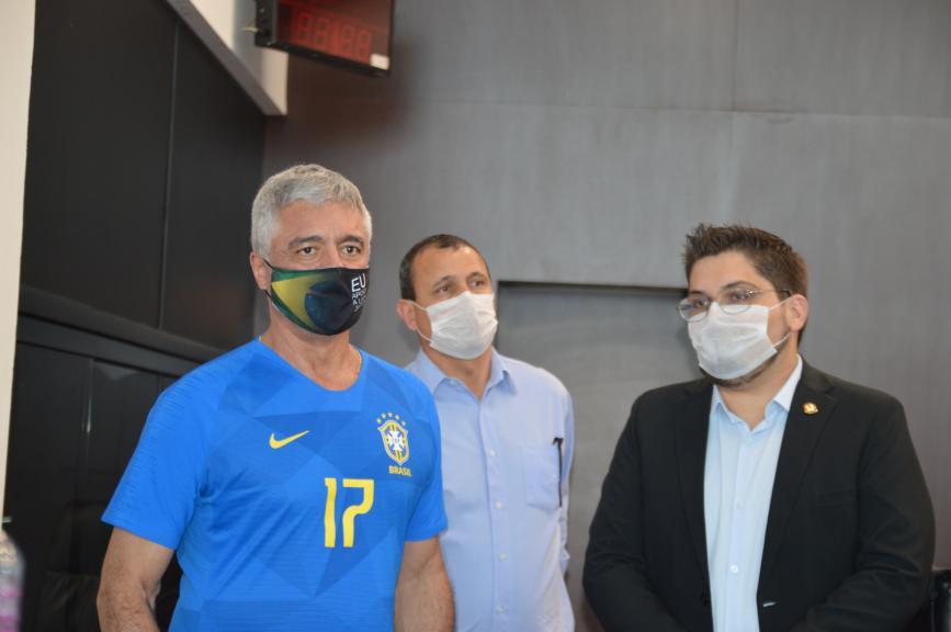 O senador Major Olímpio ao lado de Luciano Severo e Lucas Pereira  (Foto: André Fleury)