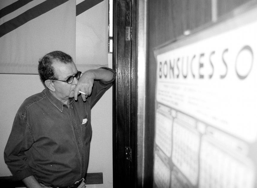 Umberto Magnani na antessala do gabinete do prefeito em foto de 2001