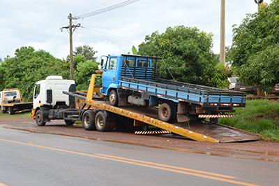 INCÓGNITA — Os dois caminhões apreendidos pela Polícia Civil têm placas do Estado do Rio de Janeiro