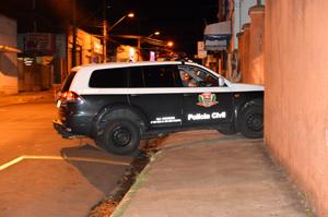 Viatura policial chega ao plantão levando Conceição Feitosa
