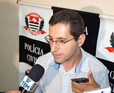 O delegado Waldir Alves concede entrevista