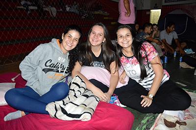 """Beatriz, Gabriela e Amanda planejavam dormir """"alguns minutos""""..."""
