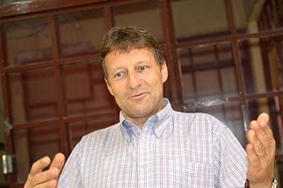 O suiço Pascal veio a Santa Cruz do Rio Pardo para negociar parceria