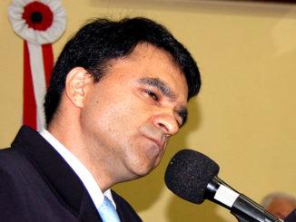 O ex-prefeito Adilson Mira virou jornalista pago com dinheiro público
