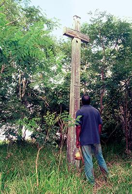 RUÍNAS — Foto de 2004 mostra cruzeiro que existe no cemitério de Tupá