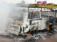Veículo foi totalmente consumido pelo fogo na rodovia Orlando Quagliato, em Ourinhos