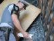 'SURPRESA!' — Policial rodoviário encontra carga de cigarros ilegais no baú do caminhão com placas do Paraná; havia mais de 150 mil pacotes