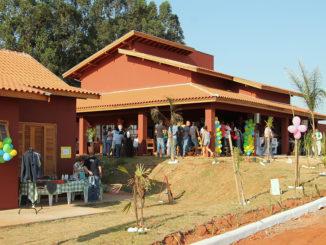 """Fachada dos prédios da """"Fazenda Esperança"""", inaugurada ontem no distrito de Sodrélia"""
