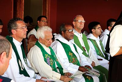INAUGURAÇÃO — Padres dominicanos durante a solenidade de ontem