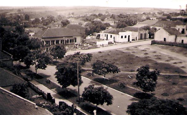 Em 1952, ainda existiam restos do antigo cemitério que ficava no centro de S. Cruz, no terreno onde existe o 1º Distrito Policial, ao lado do Fórum