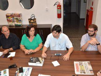 COLETIVA — Edvaldo, Maura, Murilo e João Marcelo, durante entrevista coletiva no recinto da Câmara Municipal