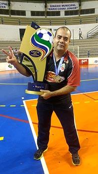 Domingos foi várias vezes campeão coordenando o time de futsal feminino de Santa Cruz