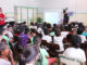 AULA DIVERTIDA — Soldado da Polícia Militar de Santa Cruz do Rio Pardo explica aos estudantes as regras do Código de Trânsito Brasileiro