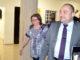 Sueli e o advogado Luiz Henrique Mitsunaga deixam a delegacia, na noite de quarta-feira, 27