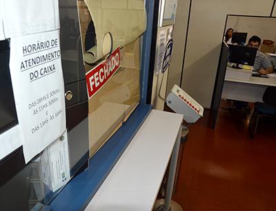 O guichê da tesouraria de atendimento ao público foi fechado