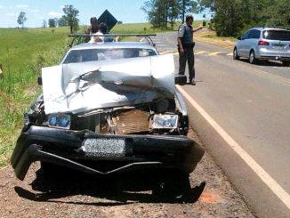Volkswagem Santana teve a frente totalmente destruída