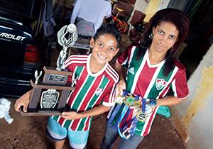 """A mãe Sandra apoia a carreira """"mirim"""" de Cristian"""