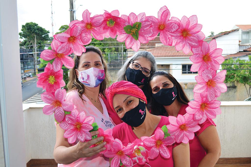 Grupo 'Amigas do Peito' surgiu de mulheres curadas do câncer
