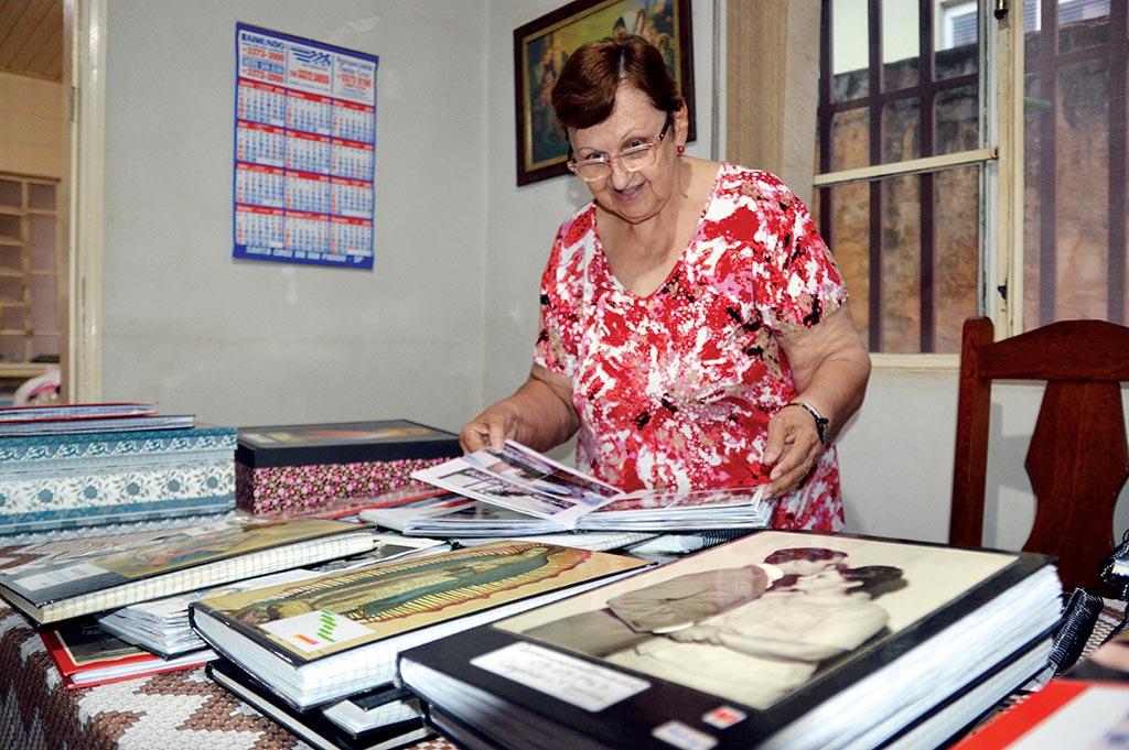 Morre a professora de Santa Cruz que escreveu Bíblia à mão