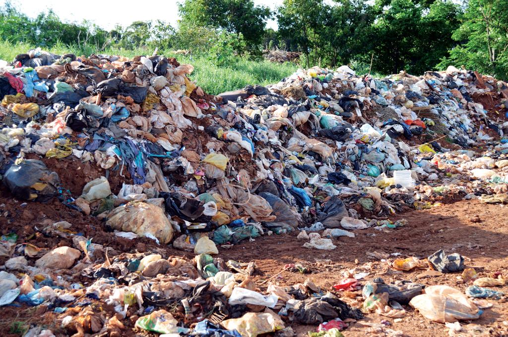 Em Bernardino de Campos, lixão irregular agoniza à espera do fim