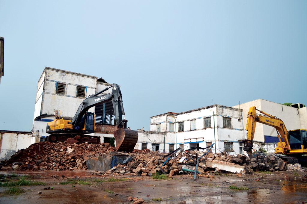 Antiga usina Vigor de Santa Cruz, que marcou gerações, é demolida