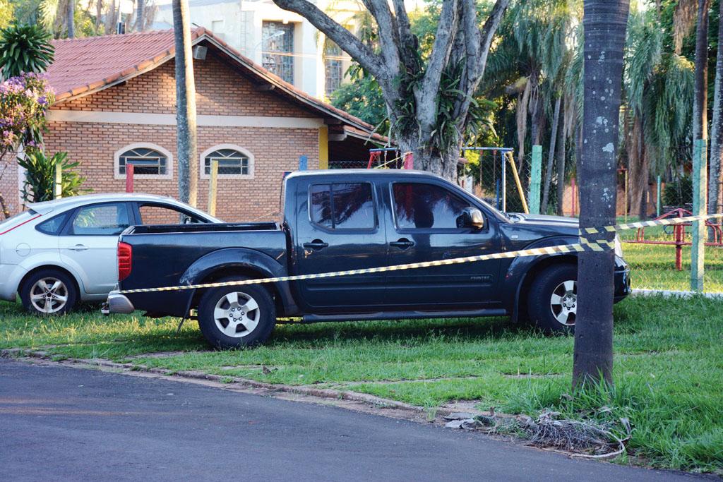 """Polícia faz """"varredura"""" em veículo, mas suicídio é causa mais provável da morte de Marcelo Picinin"""